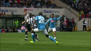 Koulibaly abbatte Badu in area di rigore: l'arbitro assegna la massima punizione all'Udinese