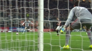 Attacco della Juventus contro il Milan: Donnarumma è attento sul tentativo di Lichtsteiner