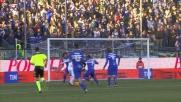 Di Gaudio contrastato in area da Fernando guadagna un rigore per il Carpi contro la Sampdoria