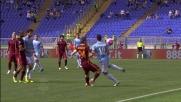 Favoloso controllo di tacco di Felipe Anderson con cui supera Florenzi nel derby di Roma