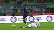 Un bel tackle di Martic a San Siro ferma l'attacco dell'Inter