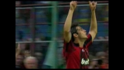 Kakà trasforma il rigore che porta avanti il Milan sulla Fiorentina a San Siro