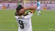 Muriel in acrobazia cerca di bucare il Napoli, ma il tiro termina fuori