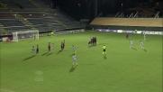 Michael Agazzi si oppone a Denis con coraggio in Cagliari-Atalanta