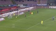 Fernandez salva il Napoli respingendo sulla linea l'attacco genoano