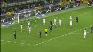 Angella allunga la mano in area e regala un rigore all'Inter