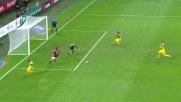 A San Siro Lazarevic prima ruba il pallone e poi la regala alla difesa del Milan