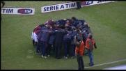 Abbraccio collettivo del Bologna prima del fischio d'inizio col Milan