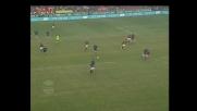 Adriano beffa la difesa del Milan, ma trova il palo