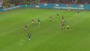 Alex da terra colpisce Icardi: rigore per l'Inter nel derby