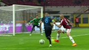 Alex in scivolta ferma Palacio in calcio d'angolo