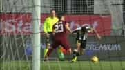 Allan recupera palla su Astori e lo dribbla con un tunnel