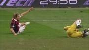 Amelia stende Ambrosini in area di rigore: terzo rigore per il Milan nel match col Genoa
