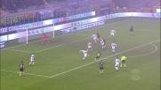Assolo di Nagatomo, palla larga oltre la porta del Genoa