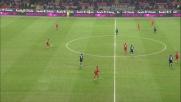 Astori si fa portare via il pallone da Cruz e favorisce l'azione dell'Inter