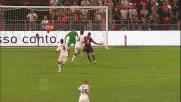 L'arbitro punisce con un calcio di rigore la trattenuta di Astori a Jankovic