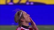 Ambrosini centra l'angolino segnando il goal del 3-0 al Cagliari