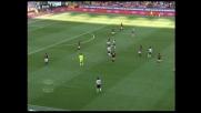 Asamoah calcia di punta la palla sfiora il palo del Milan