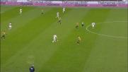 Il tackle in ritardo di Marrone su Palacio viene punito con il cartellino giallo