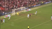 Aronica spinge Palacio e regala un rigore al Genoa