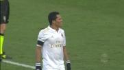 Bacca cerca il goal contro l'Udinese ma trova un attento Karnezis