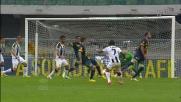 Badu con un tiro di prima segna il goal del pareggio Udinese