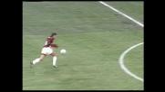 Baggio segna nel derby con la maglia del Milan con un pallonetto