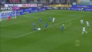 Bellusci aggancia Farias in area, calcio di rigore per il Cagliari