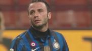 Benatia toglie in tackle un pallone indirizzato a Pazzini