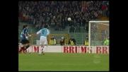 Bordata di Stankovic contro la Lazio e pallone che viene sputato via dalla traversa