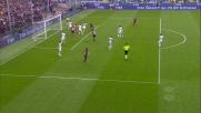 Buffon arpiona il pallone ed evita il goal del Genoa