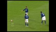 Cambiasso mette in goal la punizione di Chivu dopo la papera di Rubinho