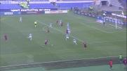 Capitan Totti prova senza successo con un tiro di potenza nel derby di Roma