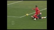 Carrizo non tocca il pallone e atterra Jeda, rigore per il Cagliari all'Olimpico di Roma