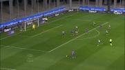 Con un tuffo di testa Danilo si oppone alla Fiorentina