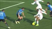 Contro il Novara Robinho nasconde la palla a Paci