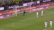 Botta di Sneijder all'incrocio deviato in angolo da Marchetti
