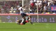 Da Costa in uscita gioca d'anticipo per evitare il goal del Genoa