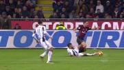 Dani Alves prende il pallone, ma è punito l'intervento a forbice su Bonaventura