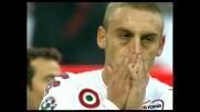 """De Rossi fallisce il """"cucchiaio"""", rigore sbagliato contro il Milan"""