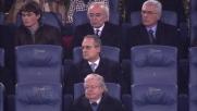 Disimpegno sbagliato di Massimo Gobbi che alza il pallone a campanile tra i fischi dell'Olimpico