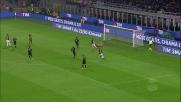 Donnarumma blocca il debole tiro di Perisic in Milan-Inter