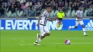 Dybala prende palla a centrocampo e se ne va in dribbling: solo la parata di Marchetti gli nega un goal spettacolare