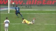 Eto'o appoggia in rete il goal del vantaggio dell'Inter sul Genoa
