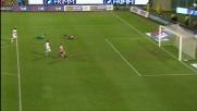 Eduardo straordinario: toglie il pallone a Pinilla in uscita