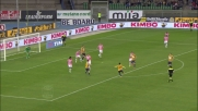 Emanuelson con un destro al volo fuori di poco spaventa la Juventus