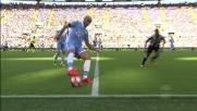 Felipe Anderson prova la ruleta per evitare il pressing di Asamoah