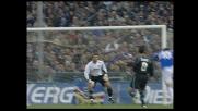 Flachi prova a realizzare un gran goal ma la palla finisce alta contro la Lazio