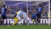 Floccari controlla in area un rimpallo involontariamente con la mano e segna il goal dell'1-0 all'Atalanta