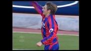 Loviso calcia in porta e segna un goal da punizione al Messina